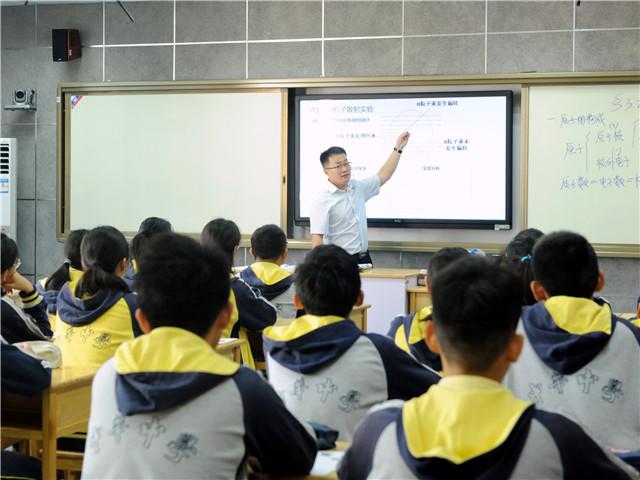 建邺区第四周化学教研活动在我校举行